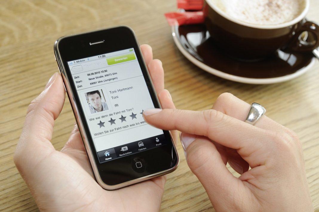Iphone utilizado por una persona