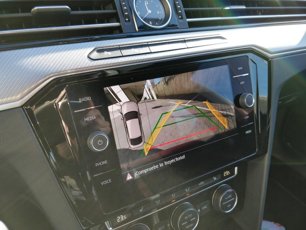 "Detalle de la pantalla de 9,2"" del sistema multimedia del VW Arteon"