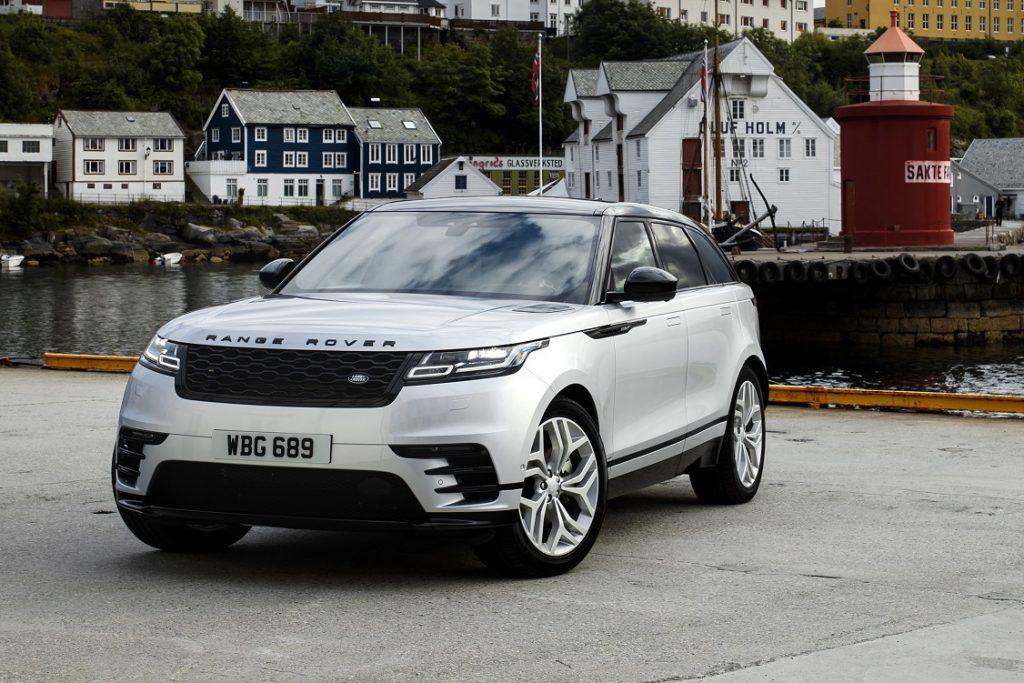 Imagen de un Range Rover Velar tres cuartos delantero