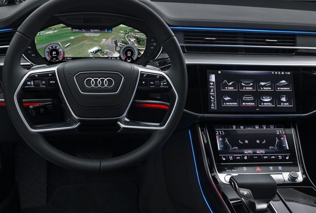 Imagen del salpicadero de un Audi A8 con su cuadro de mandos digital