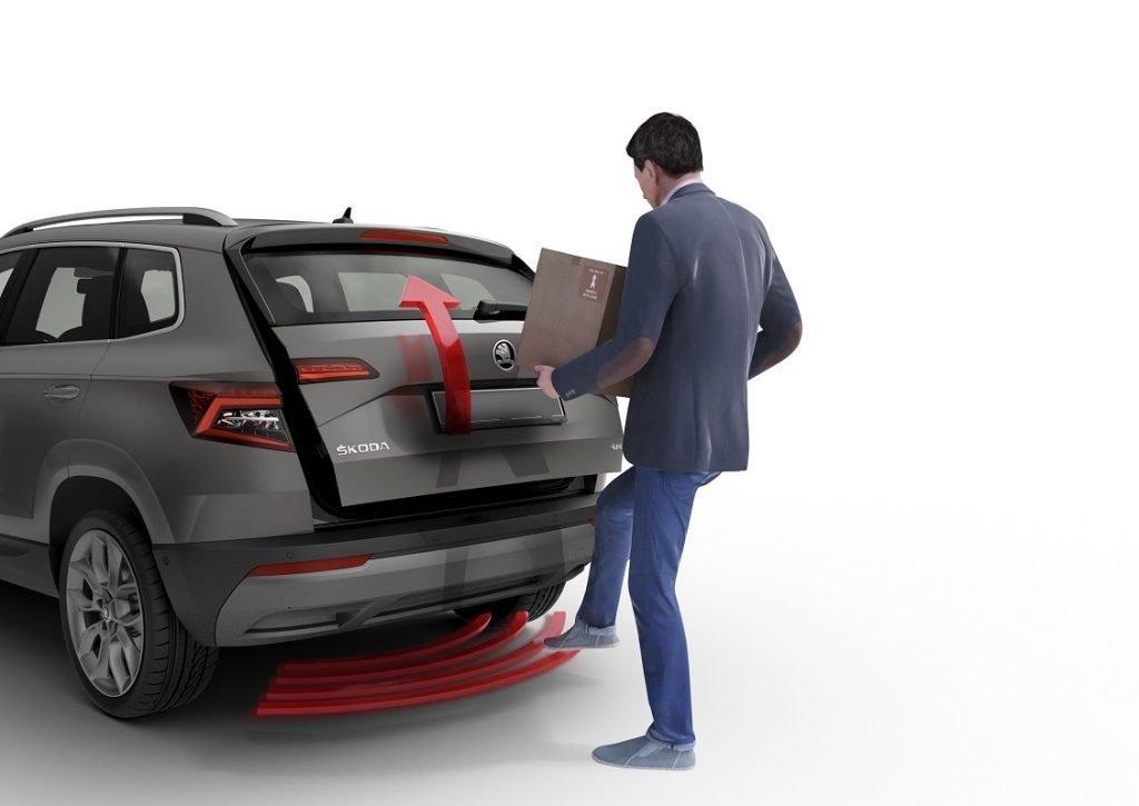 EN esta foto se ve el sistema de apertura automática del maletero en el que basta pasar el pie por debajo del paragolpes trasero para que se abra de manera automática.