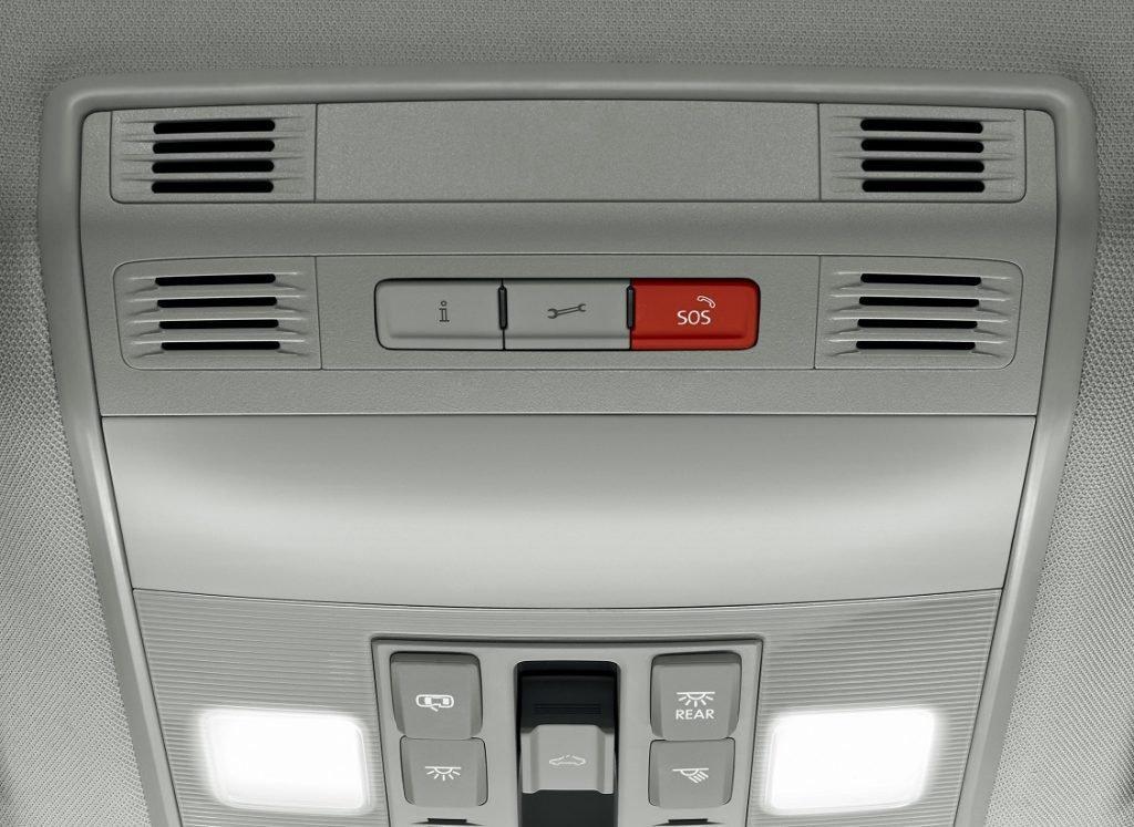 Botones situados en la parte superior, junto al retrovisor central, que activan la llamada de emergencia y la asistencia en carretera,