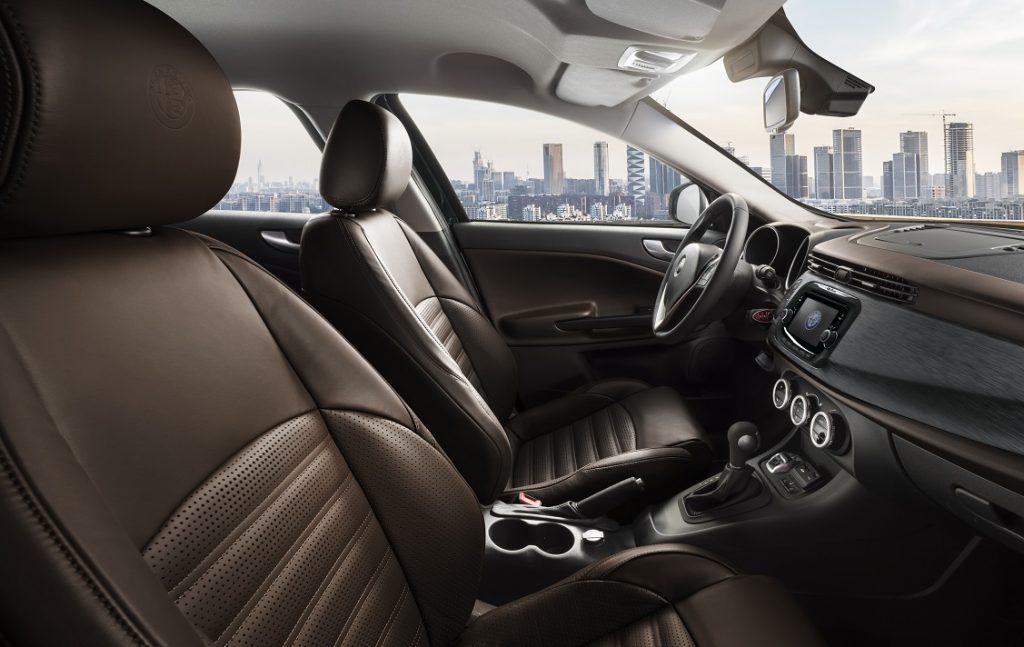 Imagen del interior de un Alfa Giulietta gama 2019