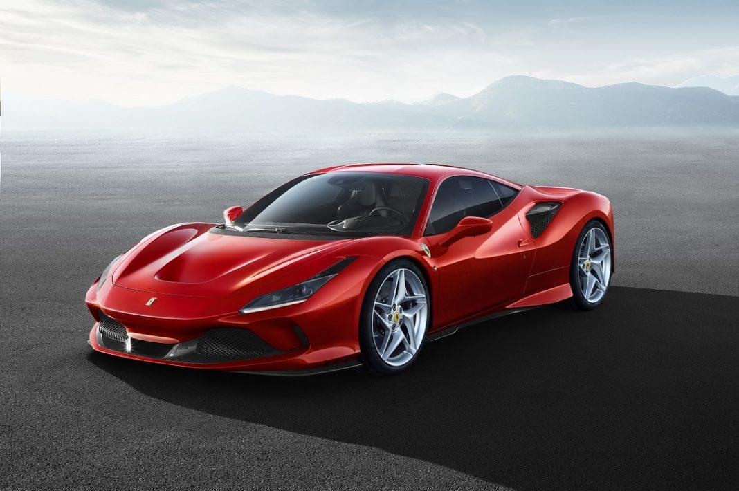 Imagen del Ferrari F8 Tributo en color rojo tres cuartos delantero