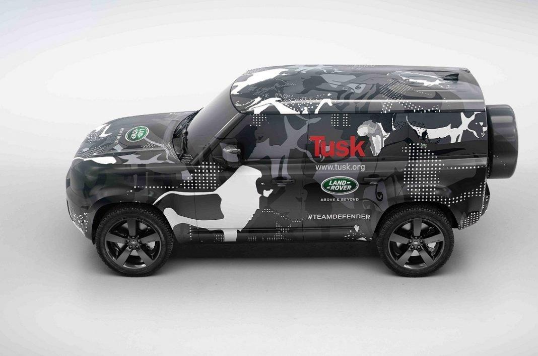 Imagen de un Land Rover Defender con camuflaje