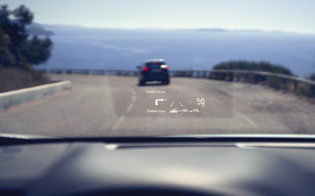 Detalle del HUD en el Lexus RX 2020