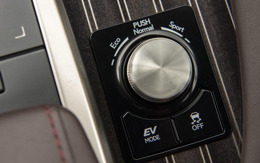 Detalle de los modos de conducción en el Lexus RX 2020