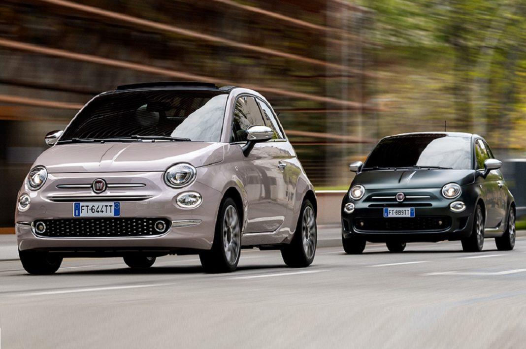 Imagen de dos unidades del Fiat 500 circulando por una calle