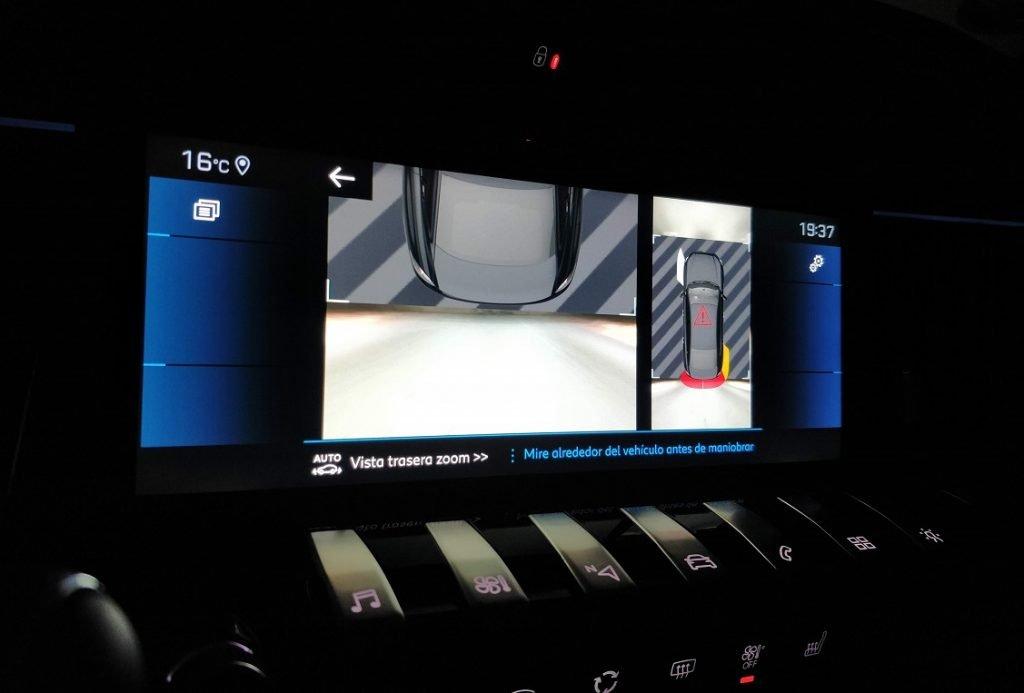 Imagen de la pantalla central del Peugeot 508 GT.