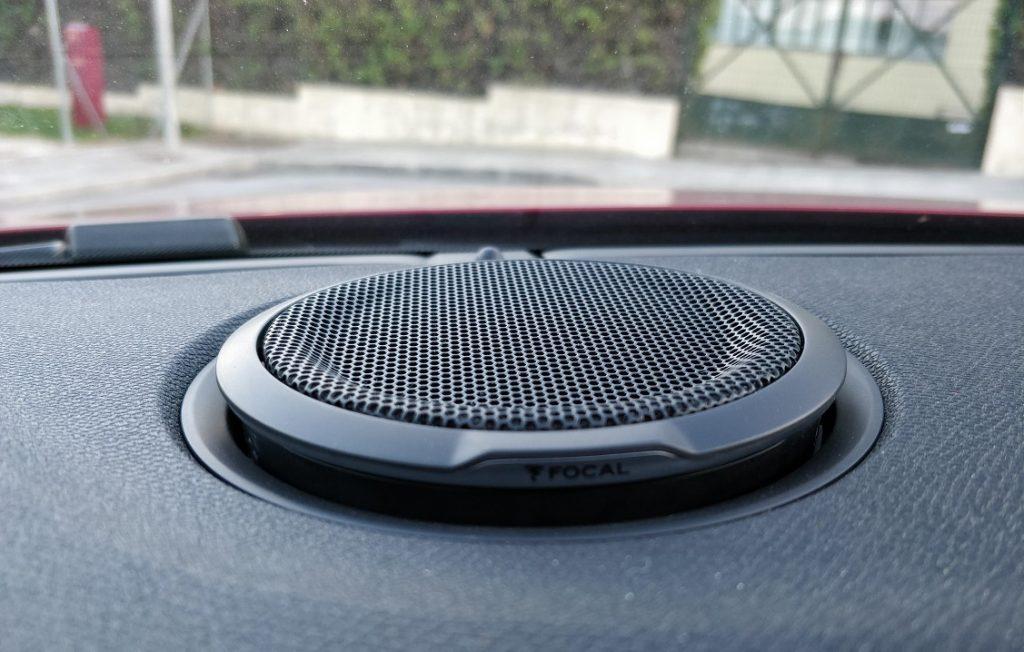 Detalle de uno de los altavoces del equipo de audio Focal del Peugeot 508.