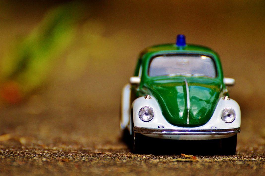 Imagen de una miniatura de un VW Escarabajo de policía