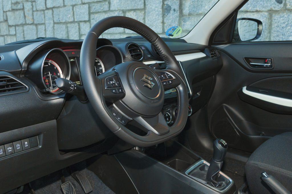 Interior del Suzuki Swift SHVS