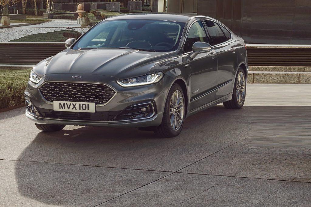 Imagen de un Ford Mondeo híbrido