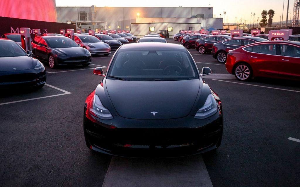 Imagen durante el acto de entrega de los primeros Tesla Model 3
