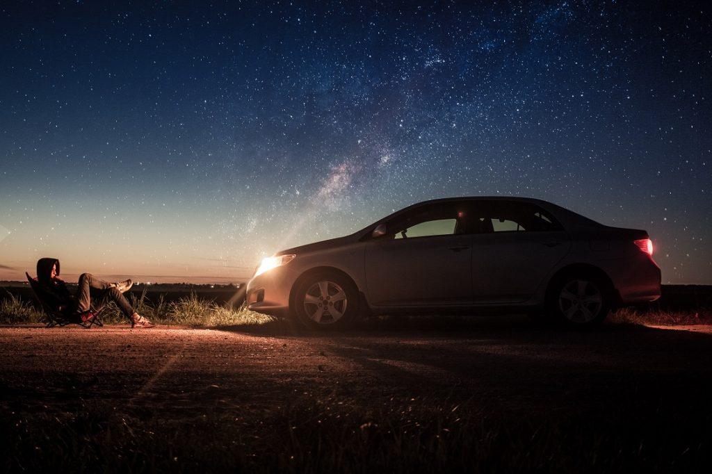 A los conductores humanos nos cuesta más conducir de noche que de día por la menor visibilidad. ¿Esto será igual para los coches autónomos? ¿Cómo afectan a sus sistemas la falta de luz?