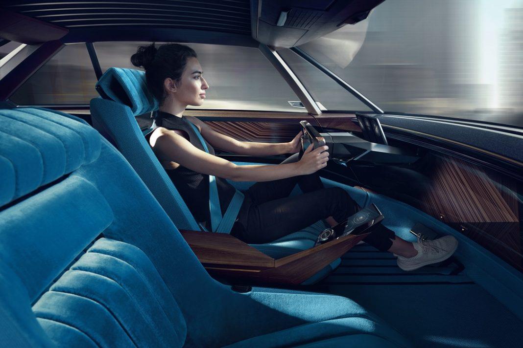 Imagen del interior de un Peugeot prototipo