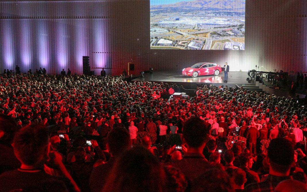 Imagen durante la presentación del Tesla Model 3