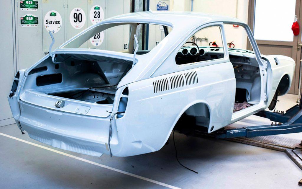 Imagen de la carrocería desnuda del VW 1600 TL