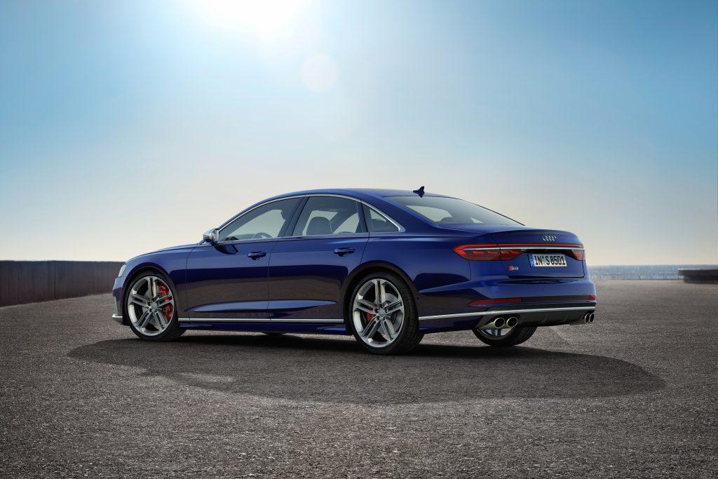 Audi S8 trasera tres cuartos
