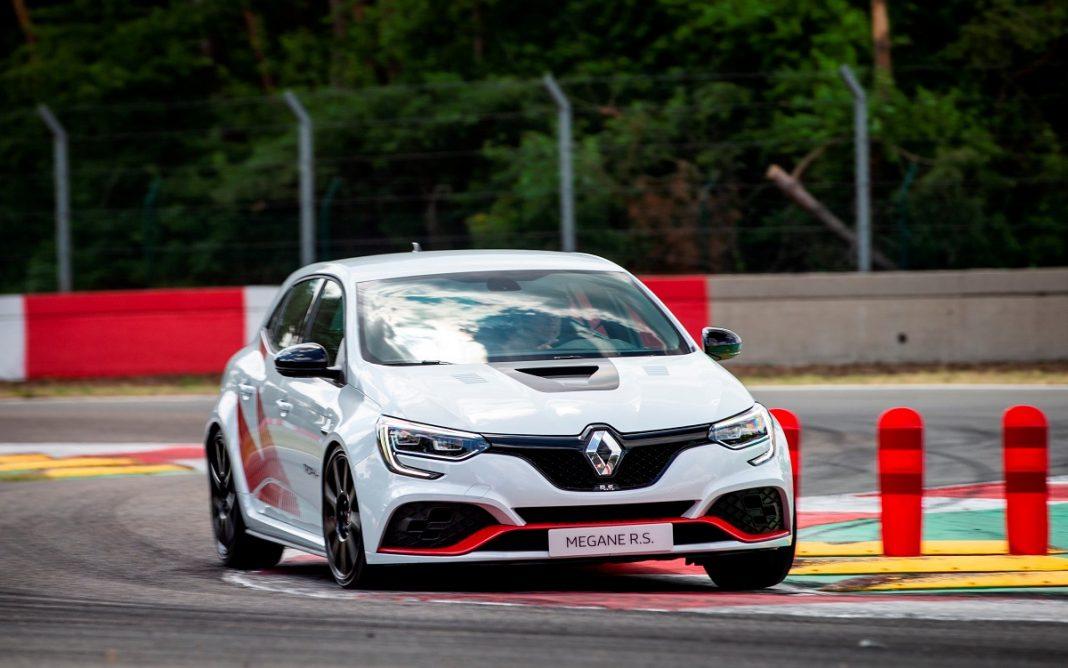 Imagen en un circuito del nuevo Renault Mégane RS Trophy