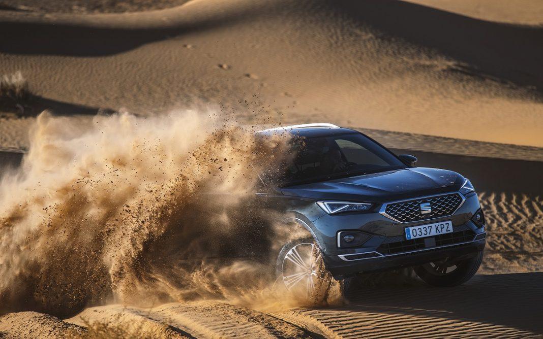 Imagen de un Seat Tarraco en el desierto