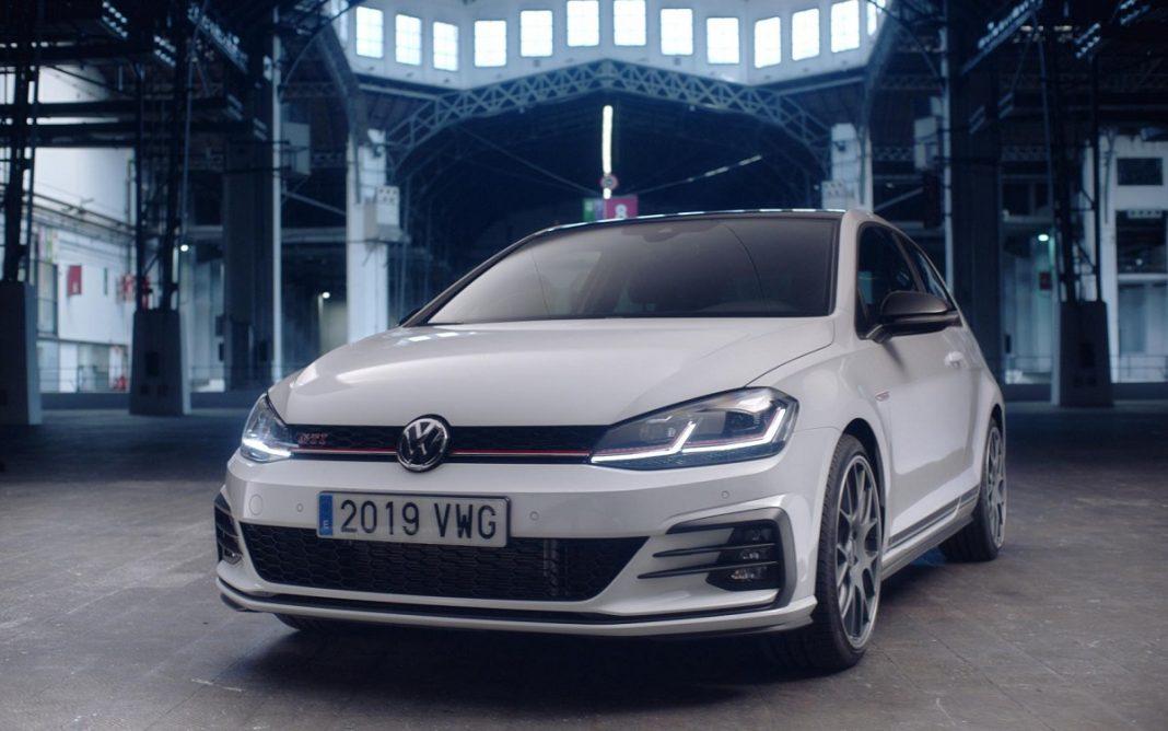 Imagen frontal del VW Golf GTI