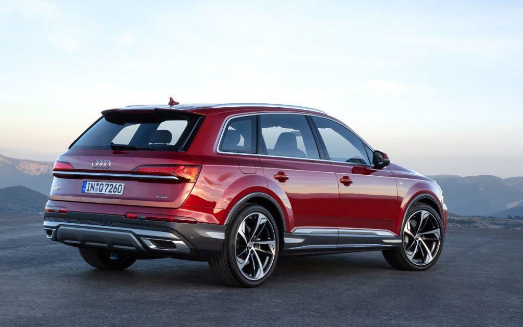 Imagen del Audi Q7 2019 rojo tres cuartos trasero