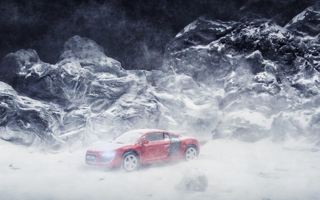 Foto de un Audi R8 congelado.