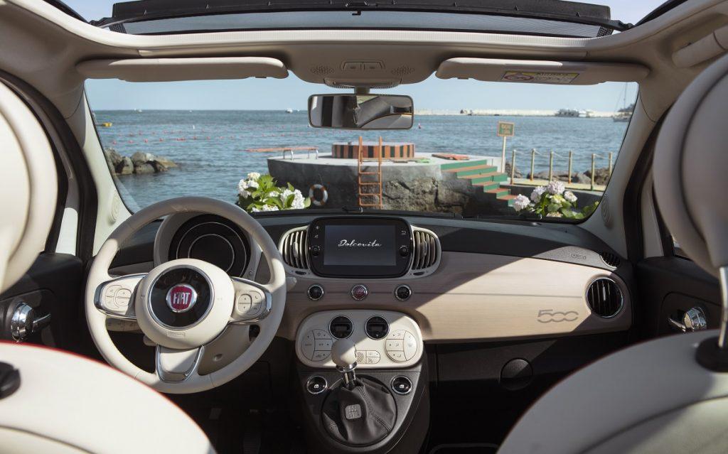 Imagen del interior del Fiat 500 Dolcevita