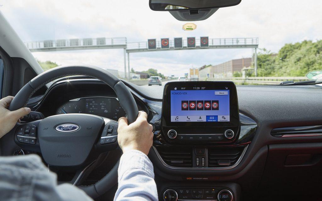 Imagen de un Ford dotado de tecnología para comunicarse con las infraestructuras