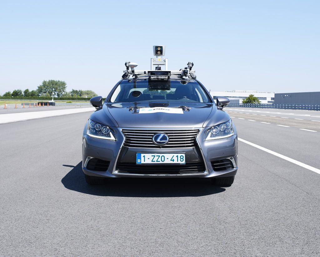 Lexus LS autónomo frontal