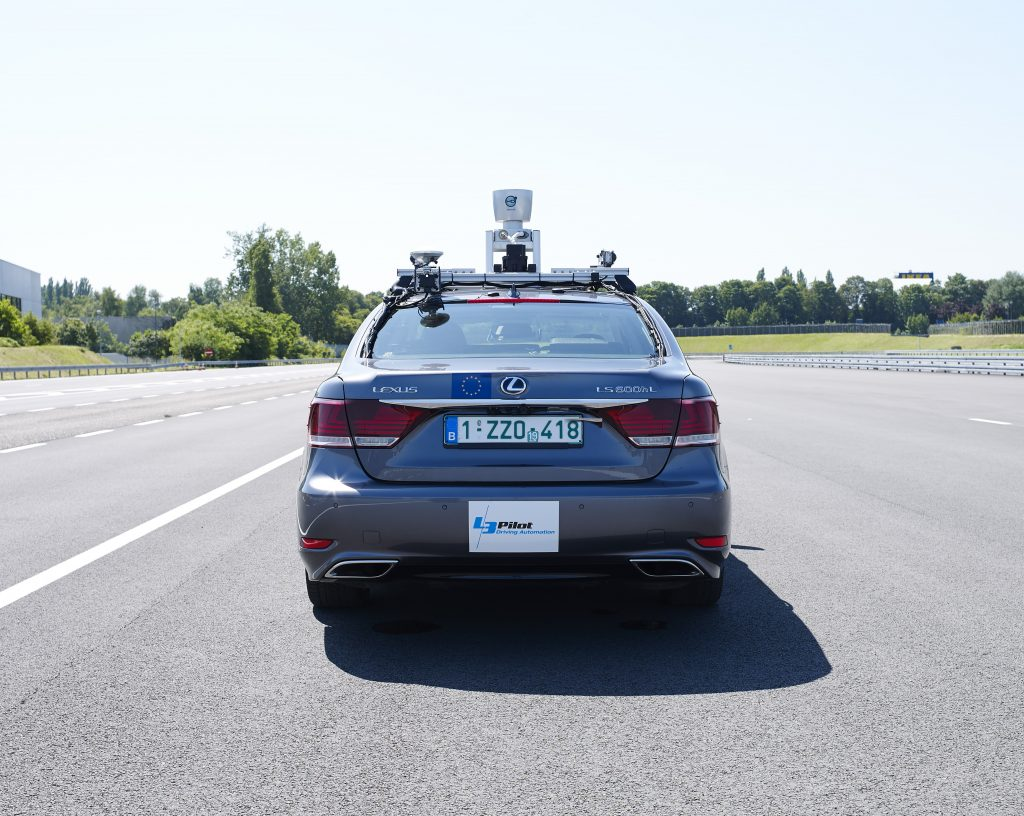 Lexus LS autónomo trasera