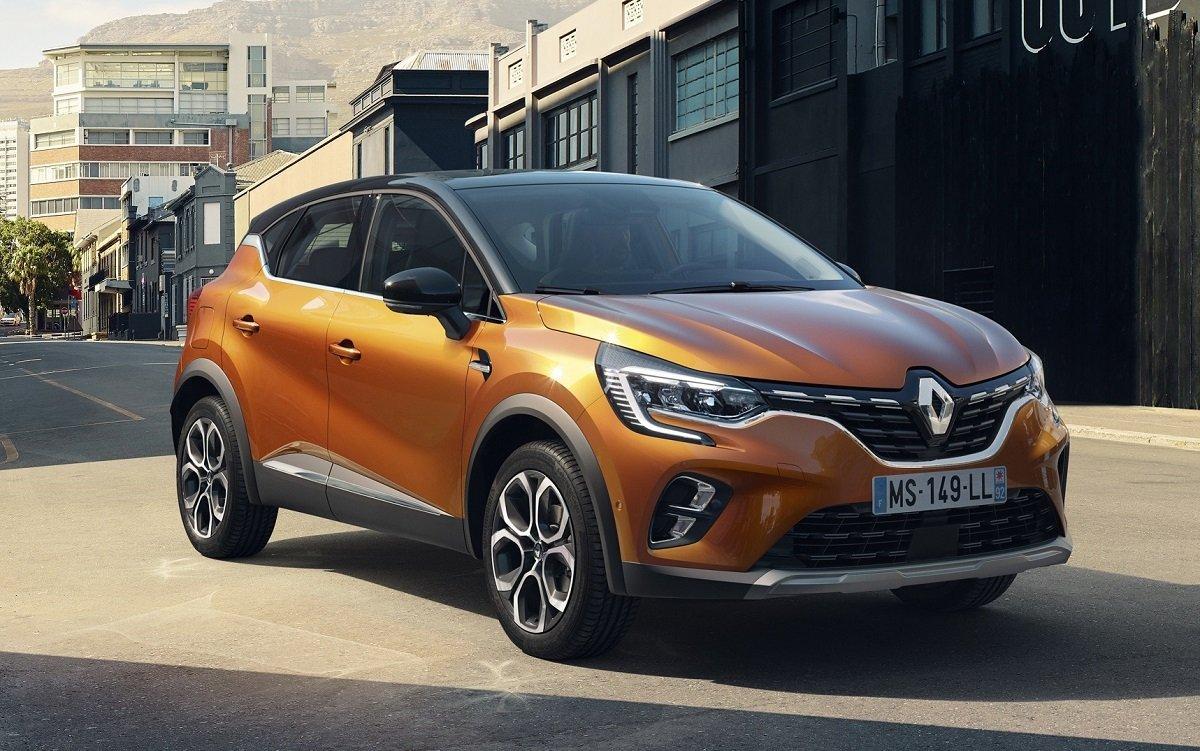 Imagen del nuevo Renault Captur 2019 de color naranja en una calle