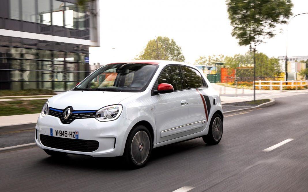 Imagen del nuevo Renault TWINGO Le Coq Sportif serie limitada por carretera