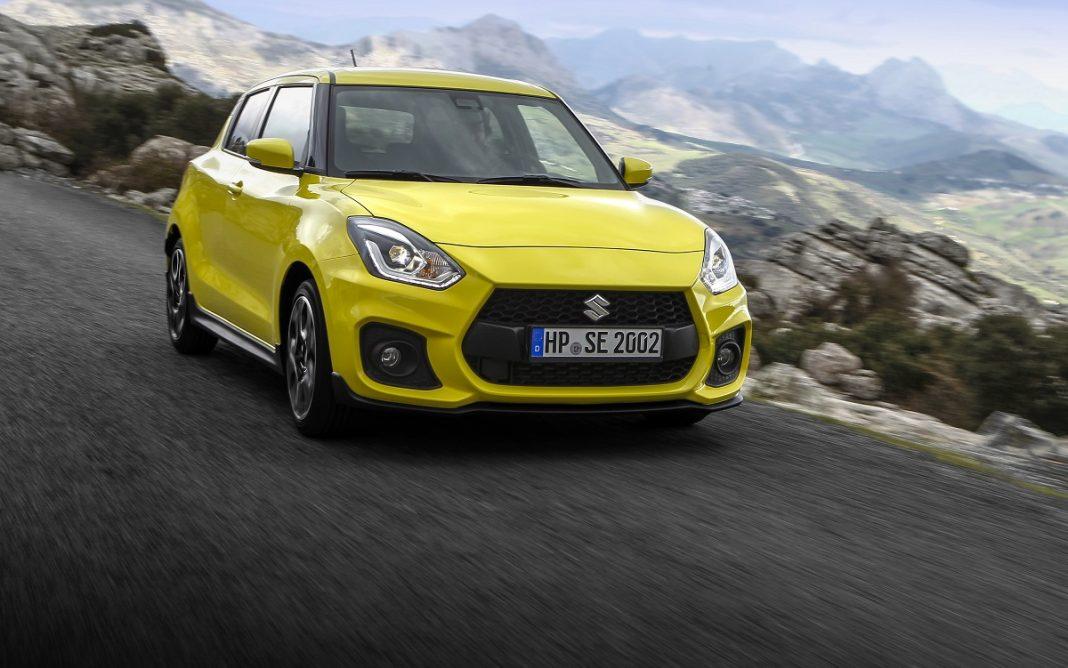 Imagen de un Suzuki Swift Sport amarillo en una carretera