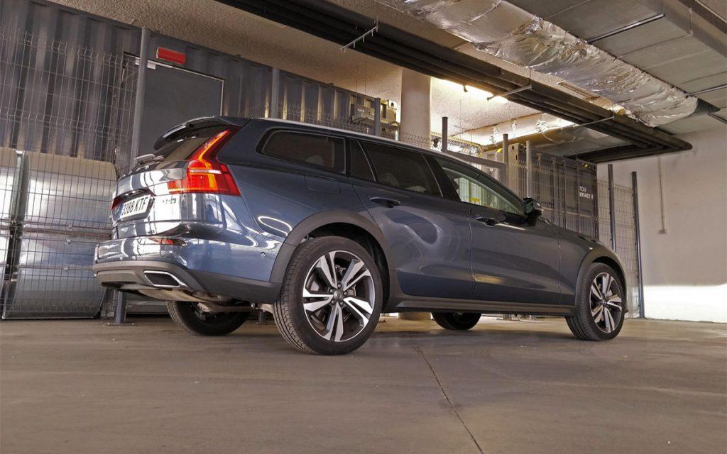 Imagen tres cuartos posterior del Volvo V60 Cross-Country