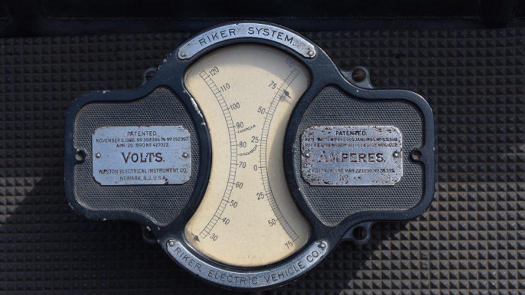 Riker Electric Car interior amperímetro