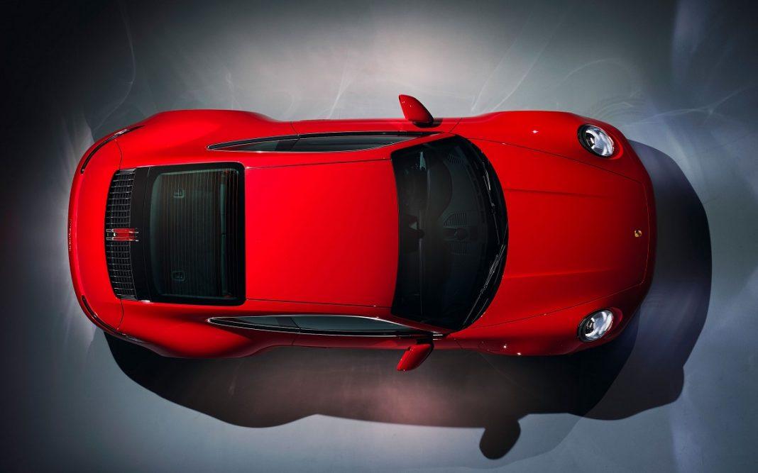 IMagen vista desde arriba del nuevo Porsche 911 Carrera Coupé de color rojo