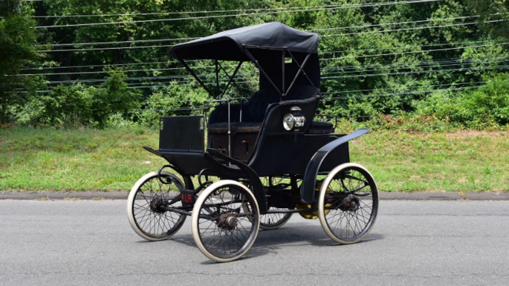 Riker Electric Car tres cuartos