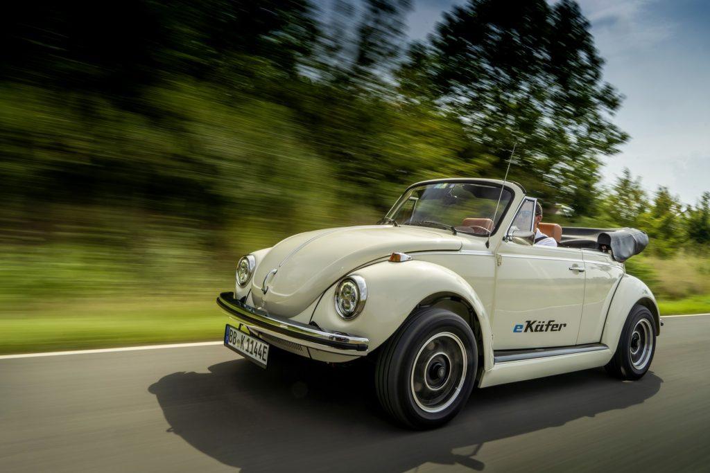 Volkswagen e-Beetle tres cuartos frontal