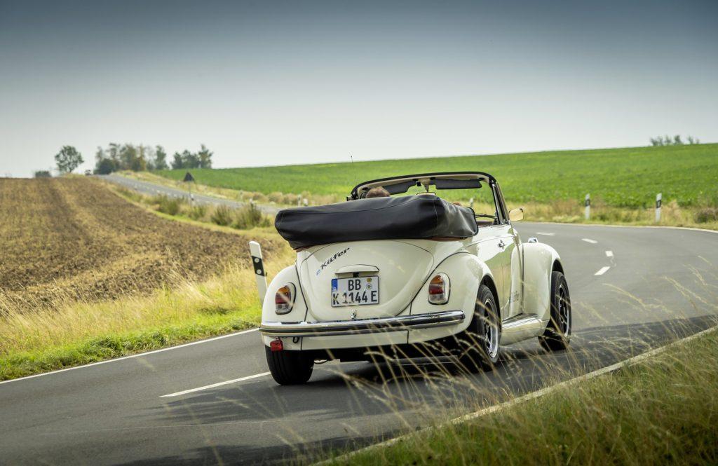 Volkswagen e-Beetle tres cuartos trasera