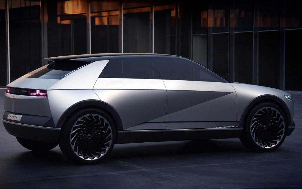 Imagen lateral posterior del Hyundai EV 45 Concept