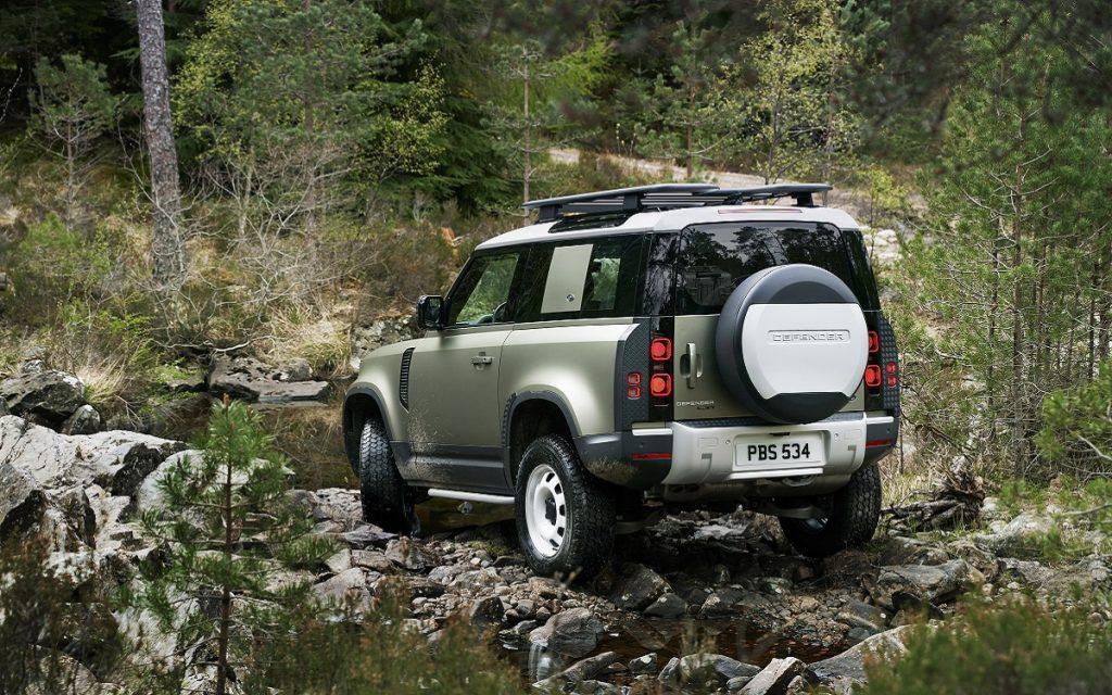 Imagen tres cuartos posterior del Land Rover Defender