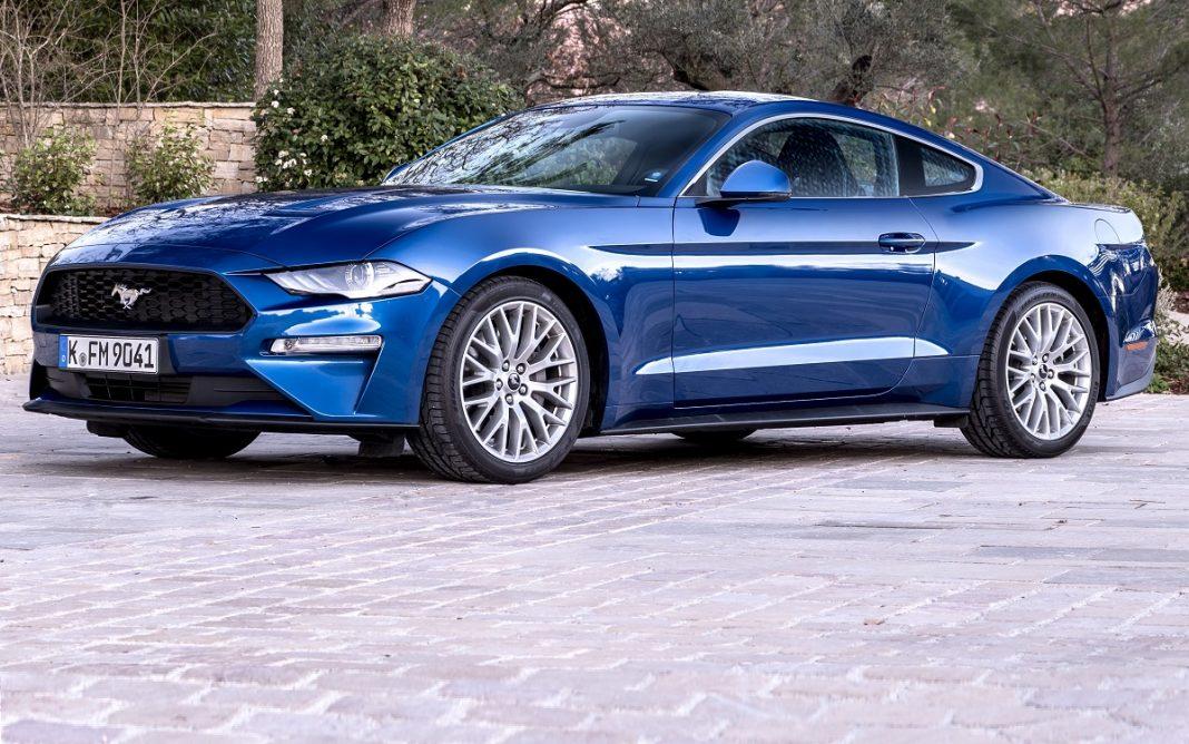 Imagen de un Ford Mustang 2018 azul