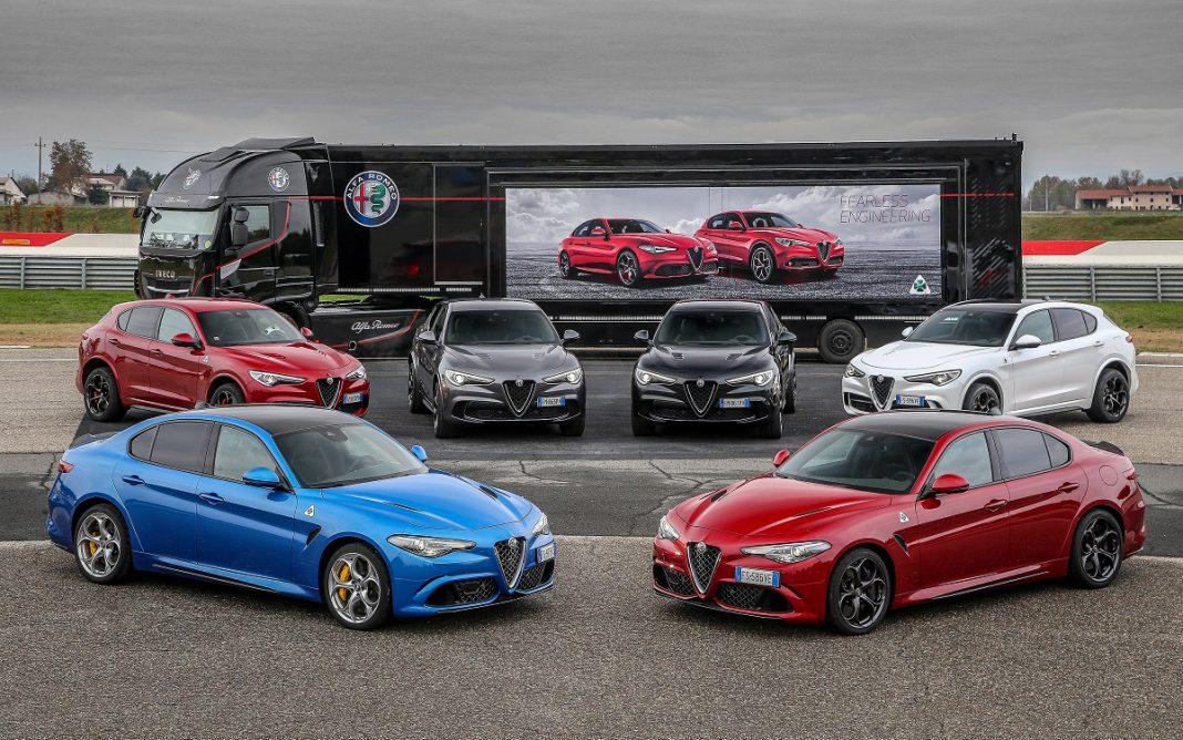 Imagen de varios Alfa Romeo posando para una imagen