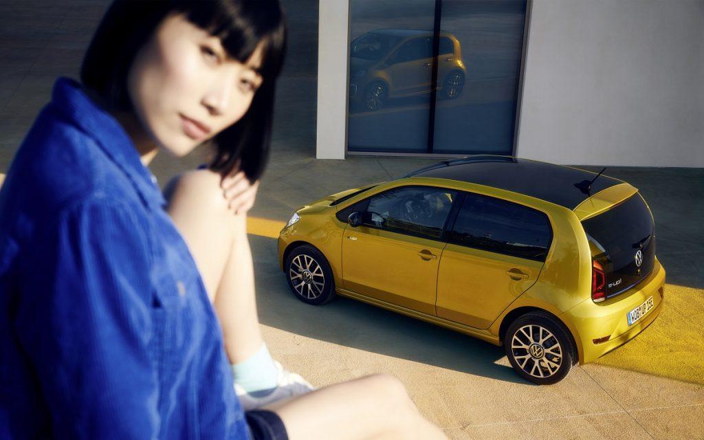 Imagen tres cuartos trasero de un VW e-Up!
