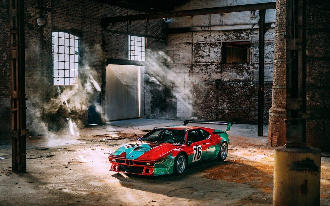 Imagen frontal del BMW M1 Art Car pintado por Andy Warhol