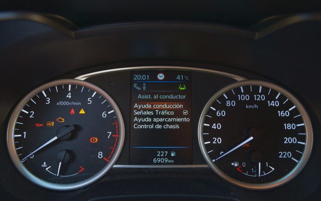 Menú de ADAS en el cuadro del Nissan Micra Tekna