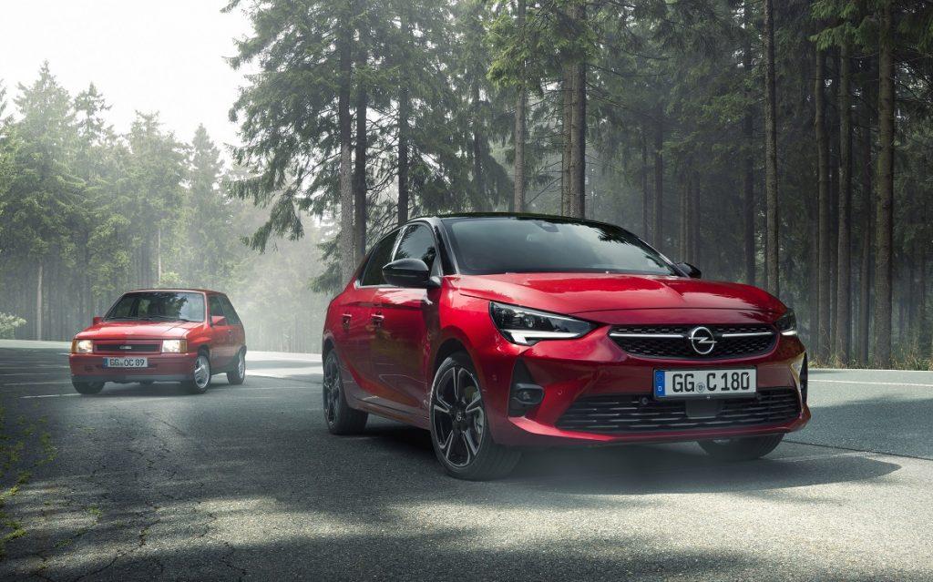 Imagen de un Opel Corsa de color rojo