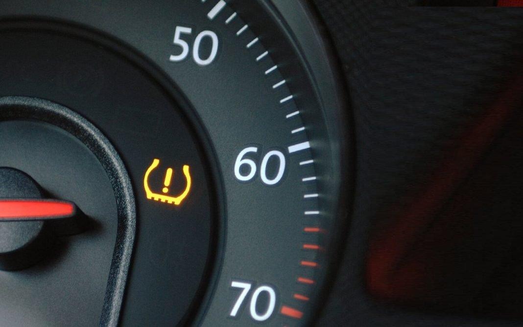Imagen del chivato que indica funcionamiento de control de presión de neumáticos